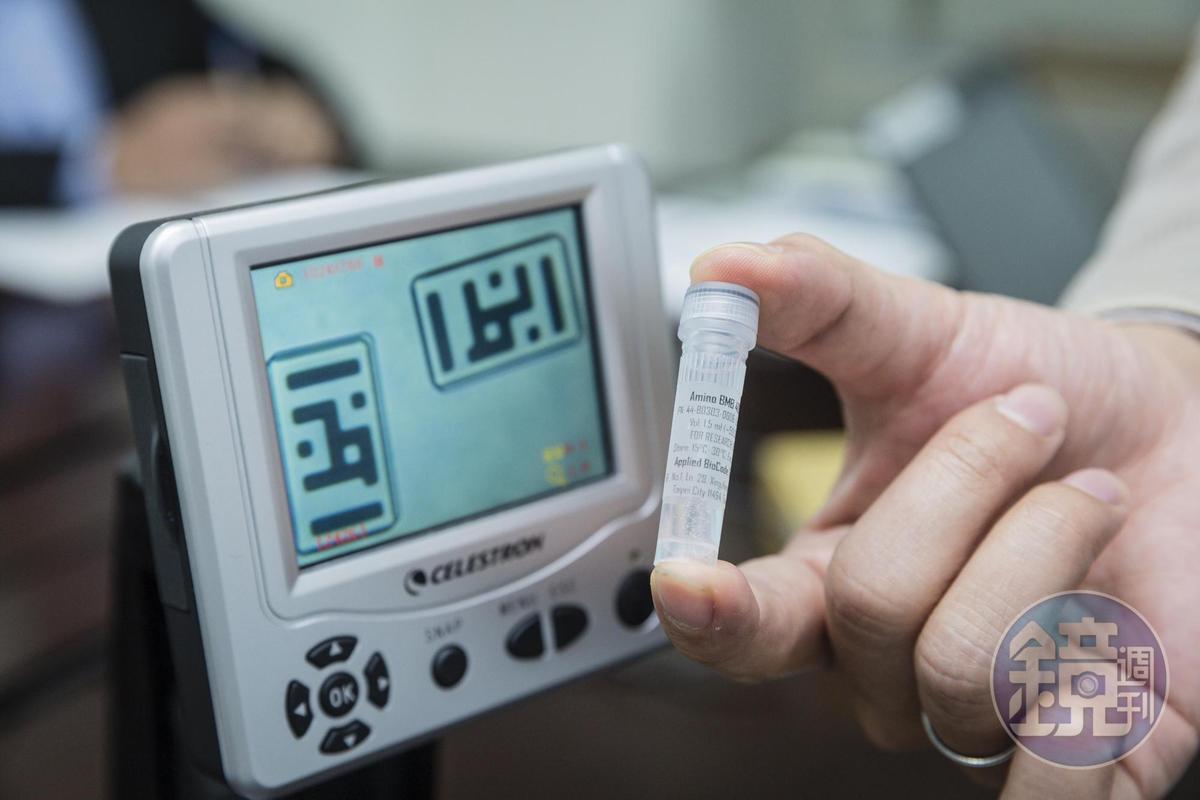 印在磁珠上可用來檢測病原的數位條碼,僅35微米X75微米大小,要透過顯微鏡才看得到。