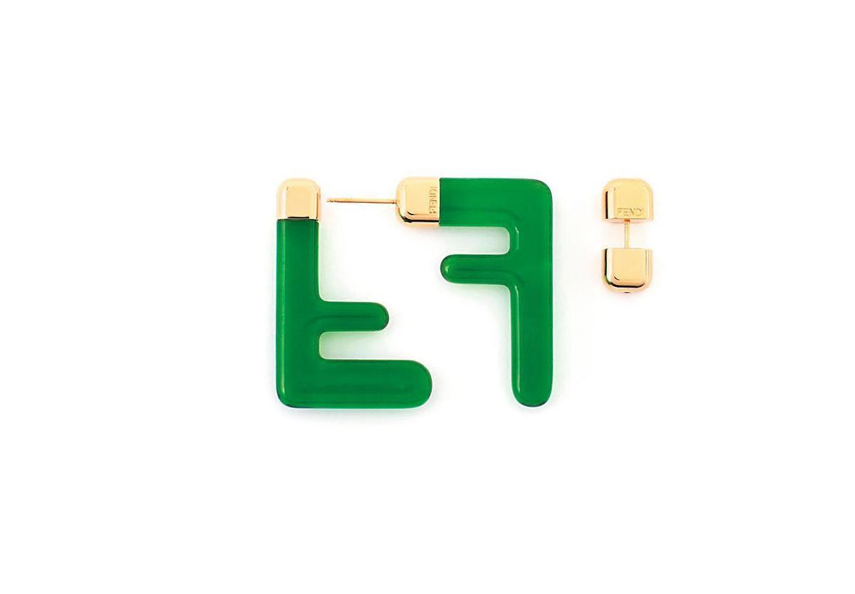 FENDI FF綠色設計耳環。NT$19,800