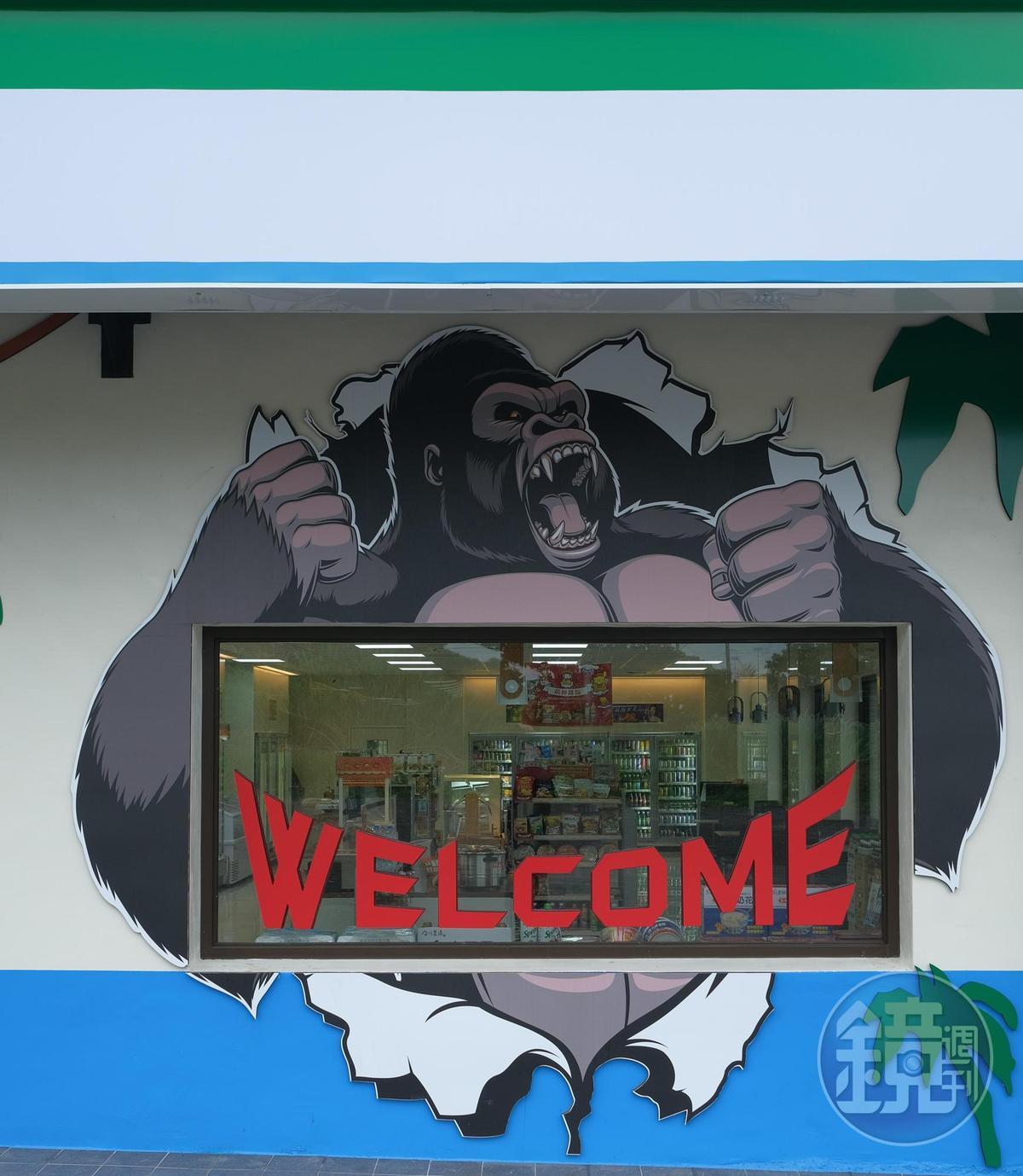 長濱超商以地標金剛山做外牆設計。