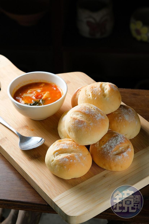 Fukah醃筍醬改良成為麵包沾醬。(500元套餐菜色)
