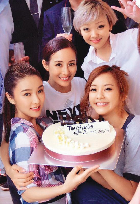 張鈞甯(左二)和陳意涵(前排右一)演出《閨蜜2》時,曾傳出兩人交情轉淡。