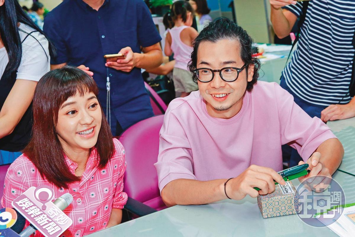 前年陳意涵(左)突然宣布與導演許富翔奉子成婚,一度有人形容她與老公是「美女與野獸」的組合。
