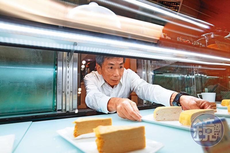 廖憲平相當重視蛋糕的保冷,門市的冰櫃都是特別訂製,維持負8度,希望消費者品嘗時能吃到冰淇淋的冰晶口感。