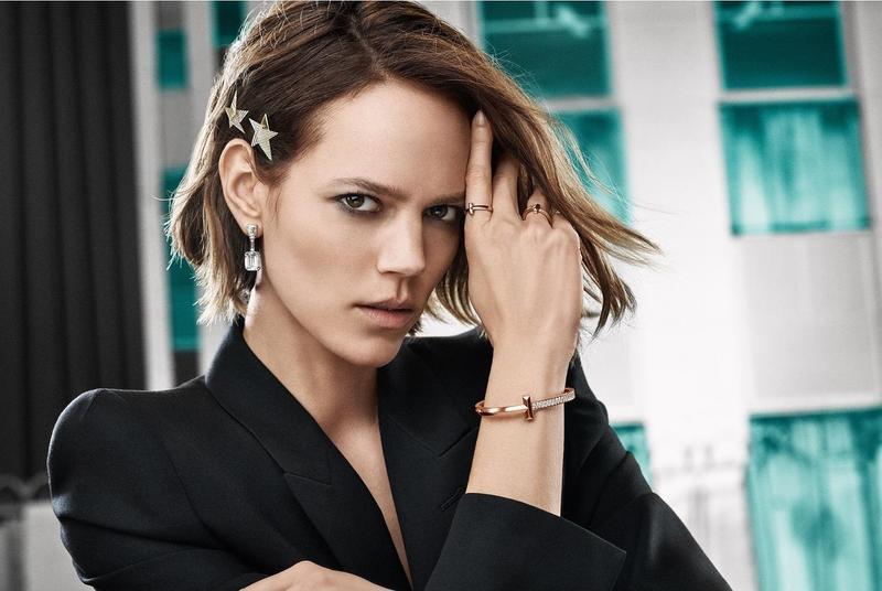 超模Freja Eriksson演繹全新Tiffany T1系列。(Tiffany & Co. 提供)