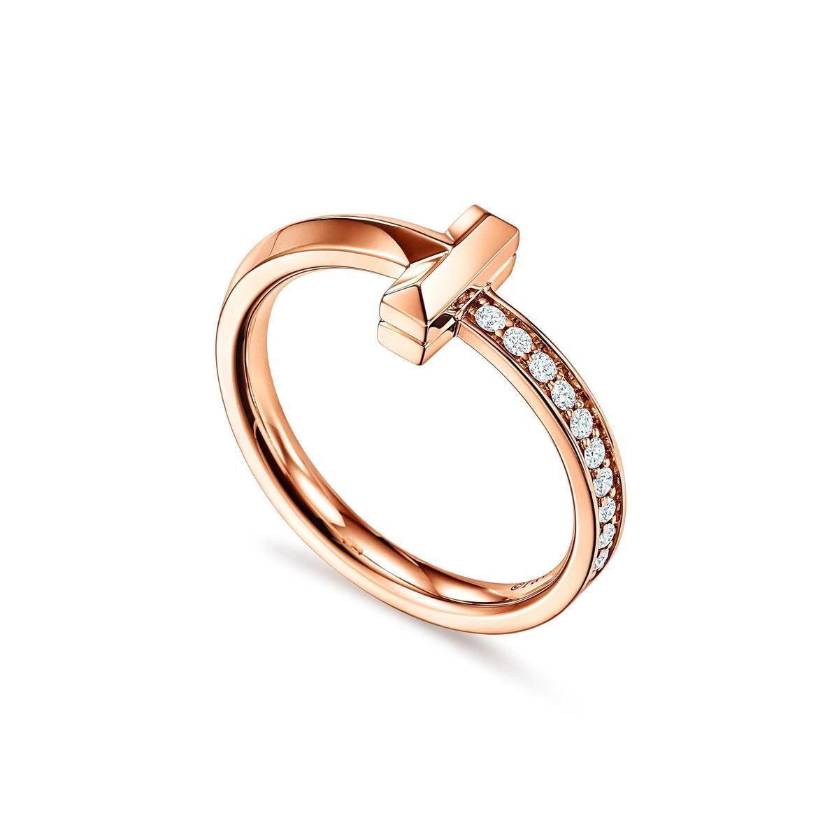 Tiffany T1 18K玫瑰金窄版鑲鑽戒指。NT$53,000(Tiffany & Co. 提供)