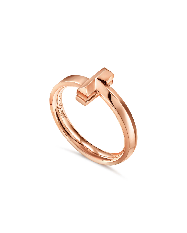 Tiffany T1 18K玫瑰金窄版戒指。NT$30,000(Tiffany & Co. 提供)