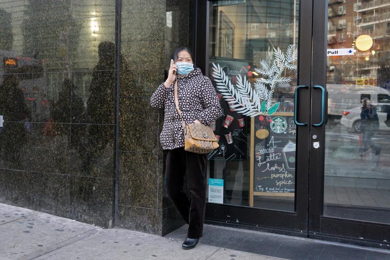 在西方社會戴著口罩,常被投以異樣眼光。(東方IC)