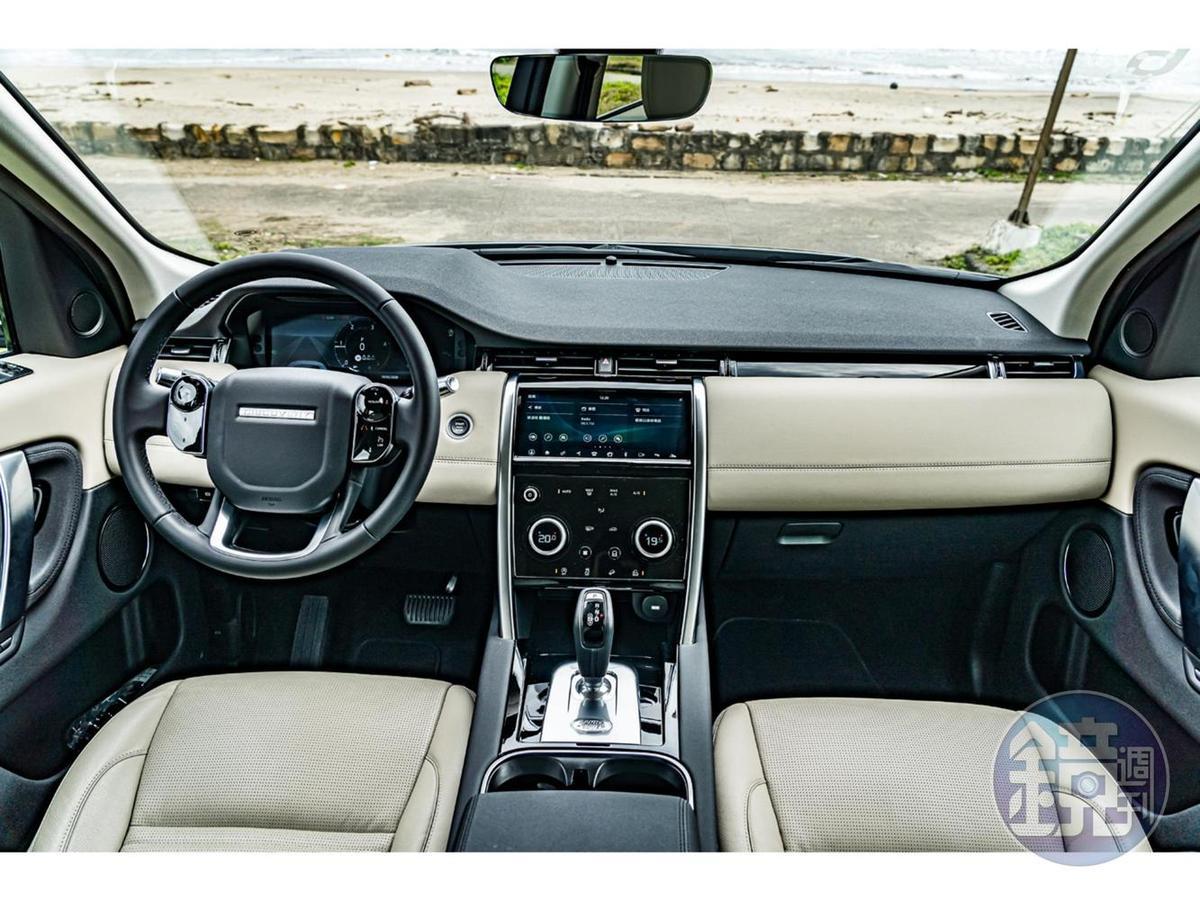 全車系標準配備12.3吋全數位化HD虛擬儀錶板、10吋Touch Pro觸控顯示幕,搭配電容式多功能方向盤輔助與雙旋鈕設計。