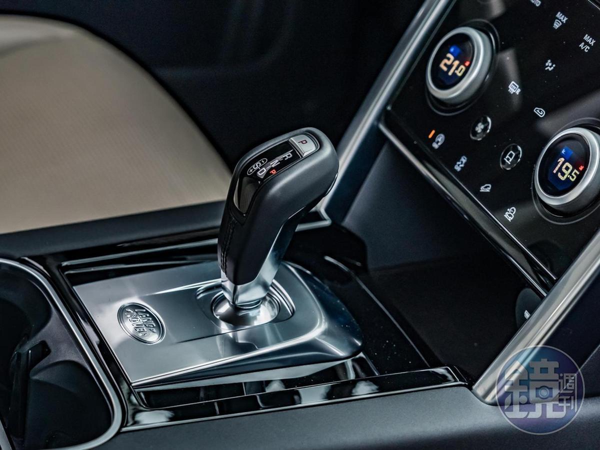 回歸傳統排檔桿設計的線傳SportShift Gear Selector 9前速 ZF 手自排變速系統。