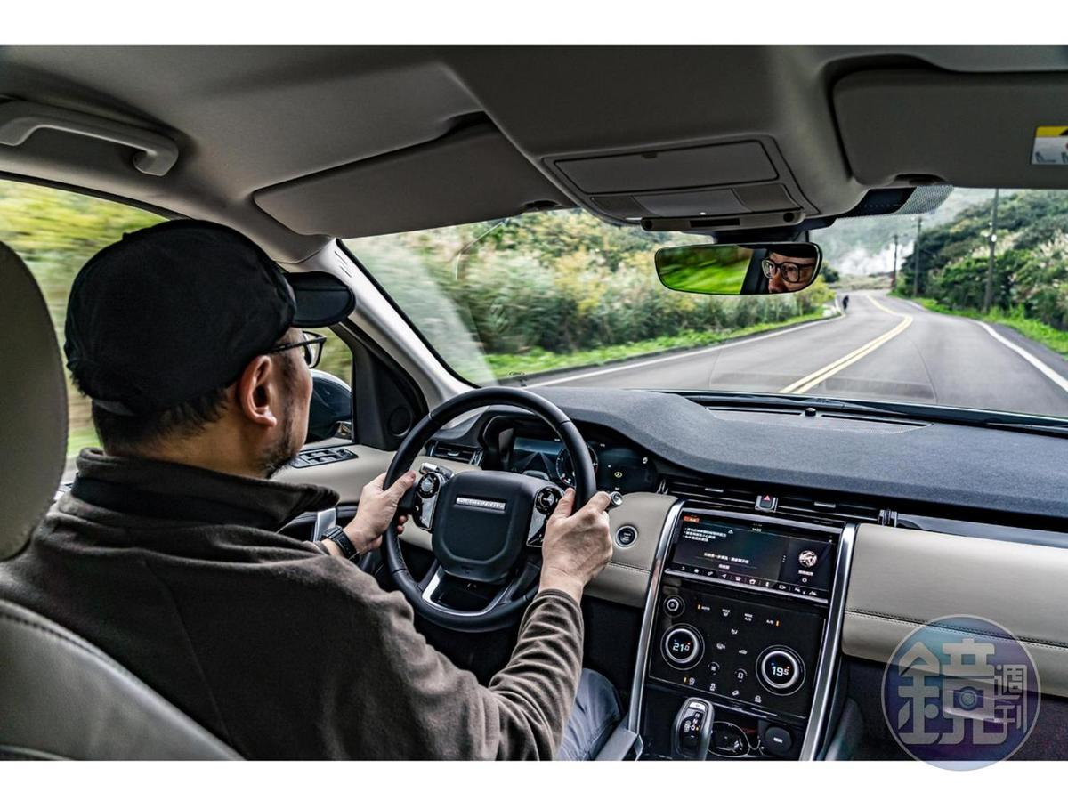 在山區的狹窄道路穿梭,小改款Discovery Sport的指向性還算不錯,硬中帶軟的懸吊設定亦在舒適與操控中取得平衡。