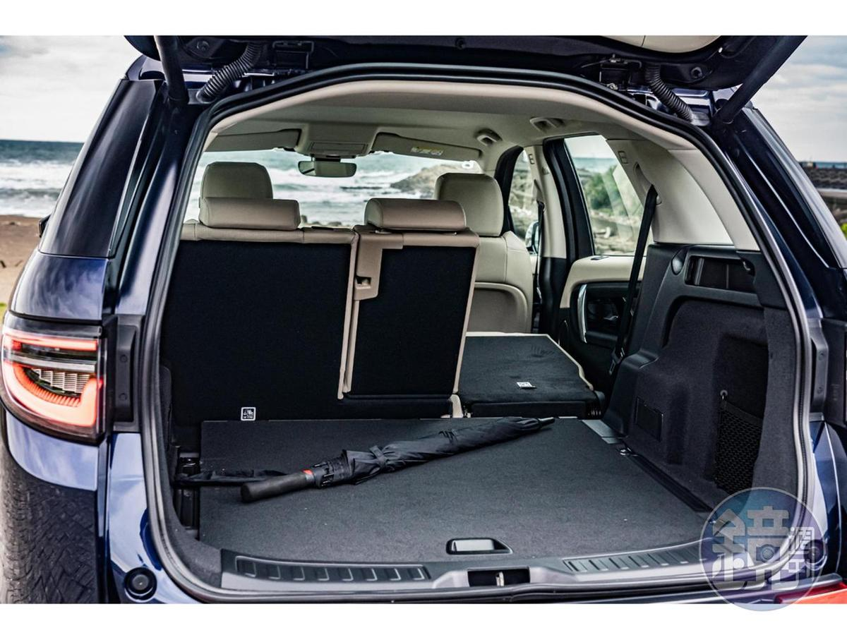 最大可達963L(標準5人座)的行李廂容積,讓全家人同享舒適旅程,盡情探索世界。