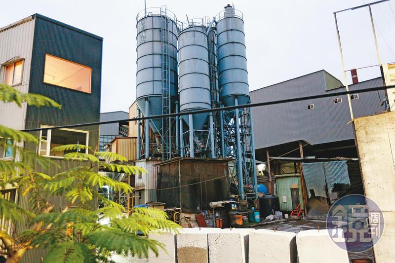 闕琿玉在新北市汐止區一間砂石廠擔任會計,圖為該砂石廠外觀。