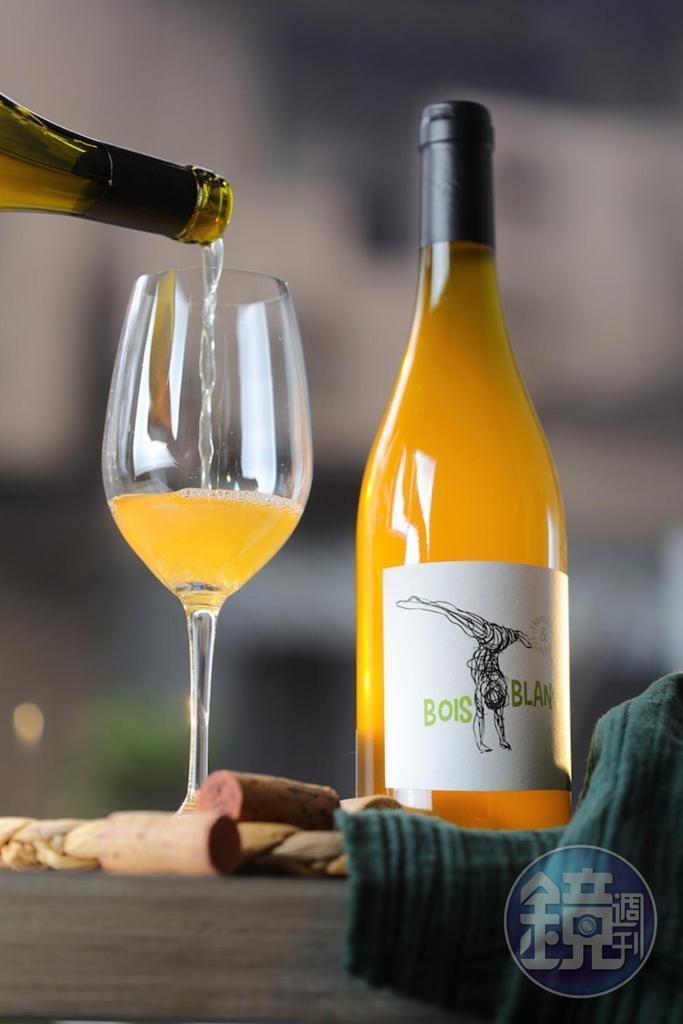橘酒「2018 Domaine Ozil Bois Blanc, Vin de France 」(1,400元/瓶)有香料感,與大量使用醬汁、辛香料的亞洲料理是好朋友。