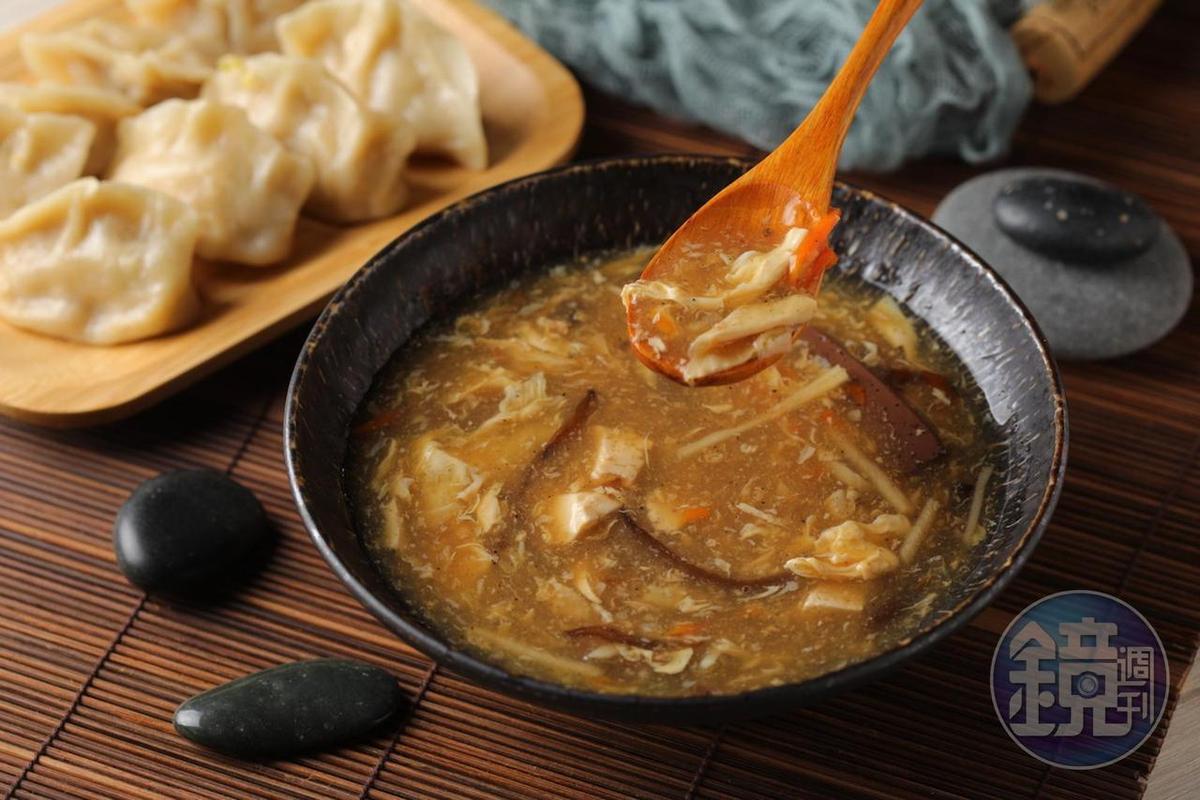 食材多樣的「酸辣湯」調味強烈,唯有香料型酒款可駕馭。