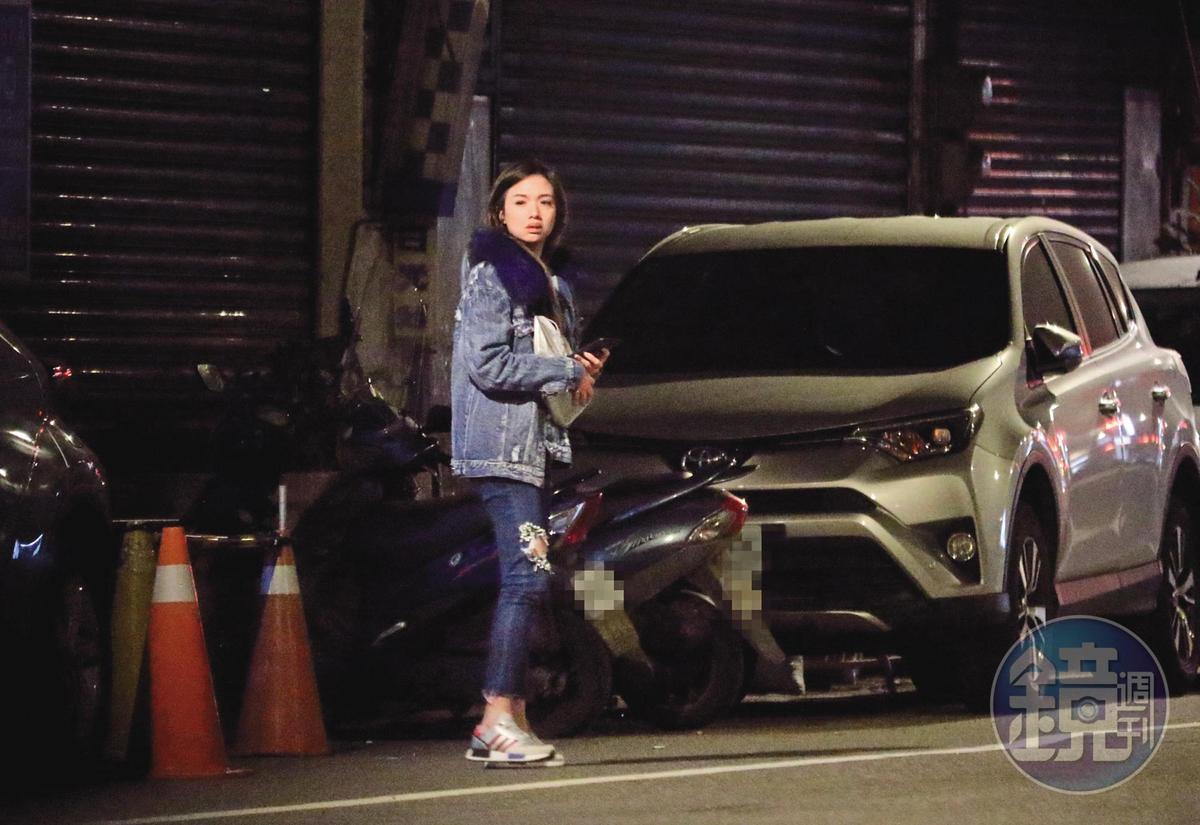 去年2月時,劉至翰即使已跟Vivian離婚,雙方仍一同出席友人聚會,結束後Vivian先送劉至翰回家,再獨自離去。