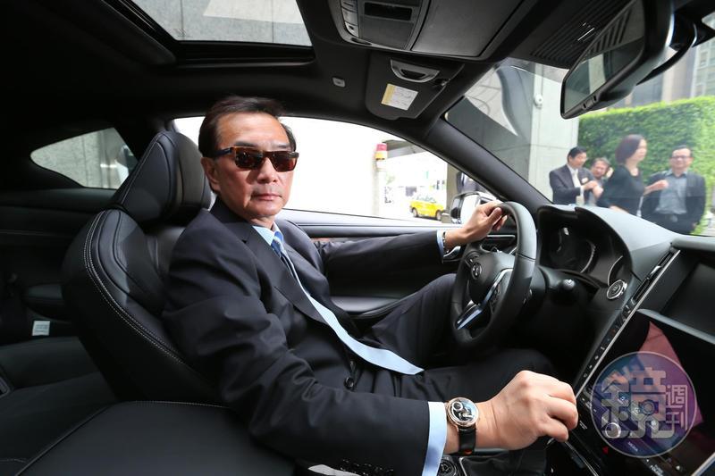 新科立委高嘉瑜批評裕隆拿國家補助造不出車,其實嚴凱泰過去20年來靠大陸投資匯回500多億元讓裕隆有能力發展自主品牌。