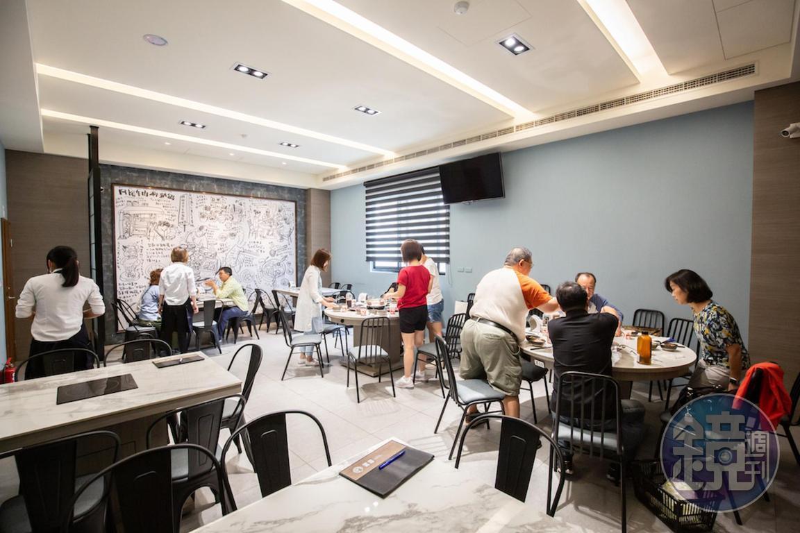 新店的空間明亮乾淨,共有38桌。