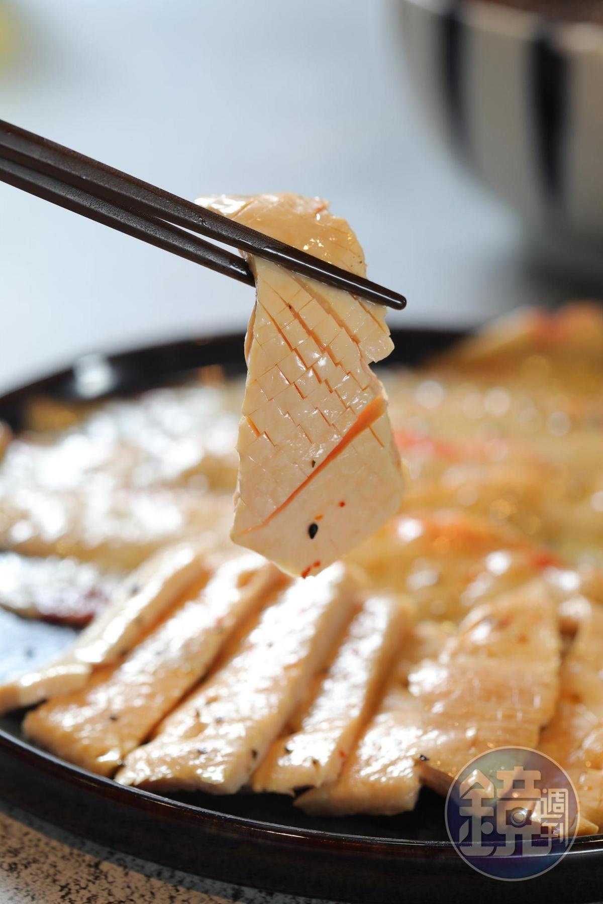 牛脆管就是牛的大動脈,爽脆如魷魚。(220元/小份)