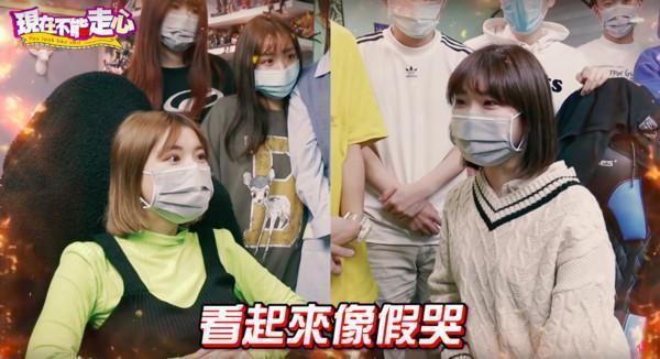 一隻阿圓(左)被愛莉莎莎(右)爆料,先前引發爭議拍下的淚崩片是假哭。(翻攝自YouTuber)