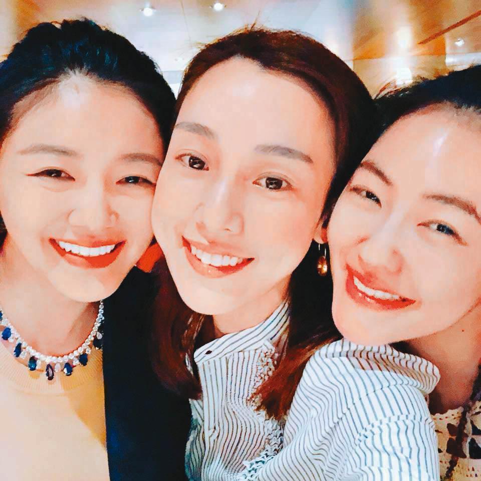大小S與范瑋琪3位姐妹淘,因為口罩之亂陷入風暴。(翻攝自范瑋琪臉書)