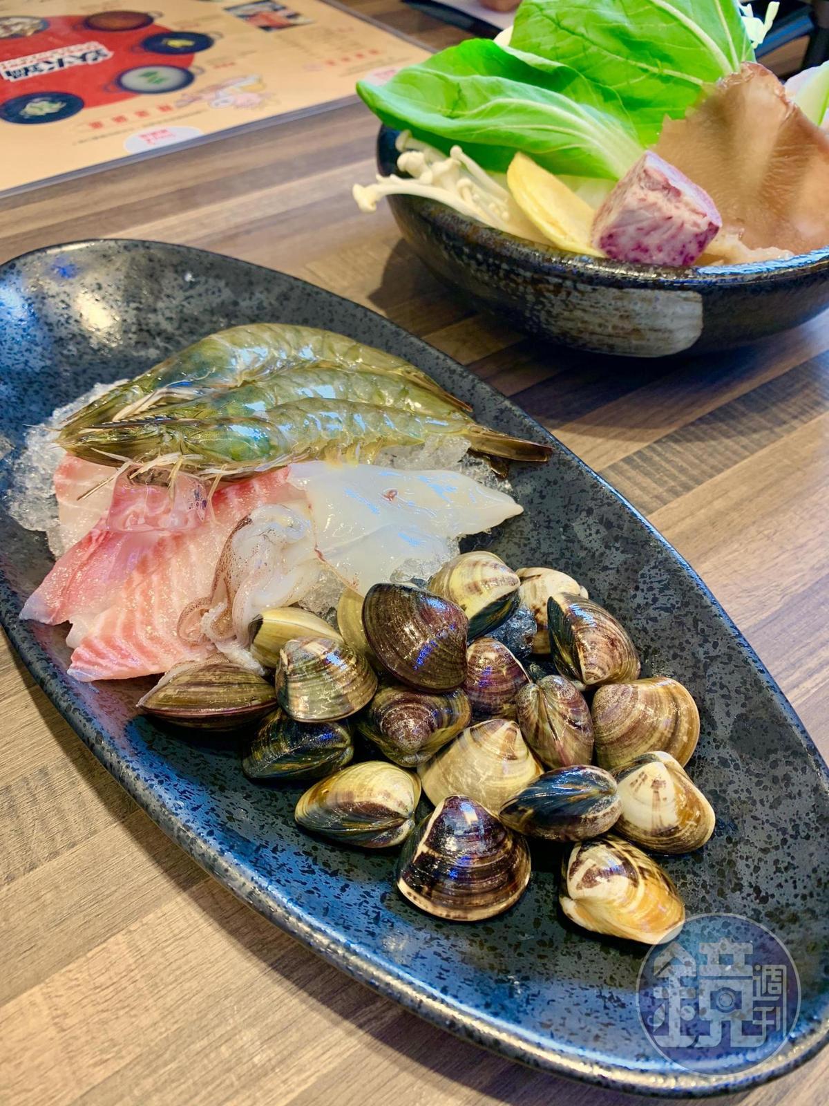 想吃海鮮,可加點「小海鮮拼盤」,吃得到草蝦、鯛魚片、蛤蜊、小卷。