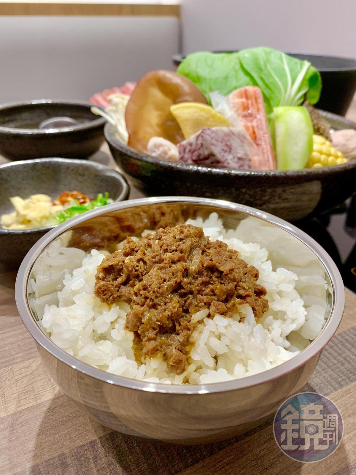 無限量供應的「和牛滷肉飯」,是取和牛邊肉與獨家滷包熬煮而成,滋味鹹香油潤。