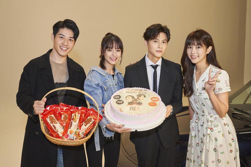王子邱勝翊31歲生日前夕,好友吳岳擎、姚以緹及任容萱為他驚喜慶生。