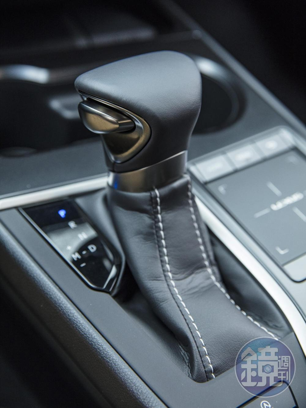 Direct Shift-CVT 無段變速系統,採用特殊的 Launch Gear 起步齒輪設計,可手動模擬十段變速。