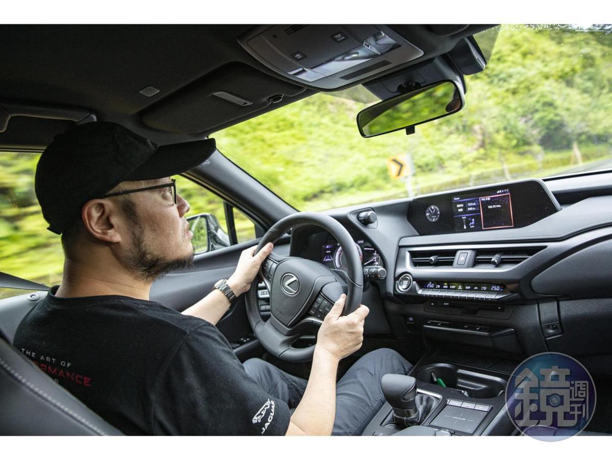 高剛性GA-K底盤搭配舒適取向的懸吊設定,LEXUS UX 200 菁英 PLUS 版在操控與乘坐間取得不錯的平衡。