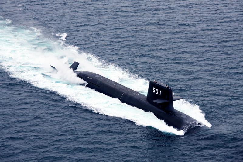 根據前日本前海上自衛隊潛水艇艦長的經驗,靠著定時三餐跟看電影等娛樂,即使在封閉狹小的潛水艇中,也能建立起生活規律。(翻攝自日本海上自衛隊網站)