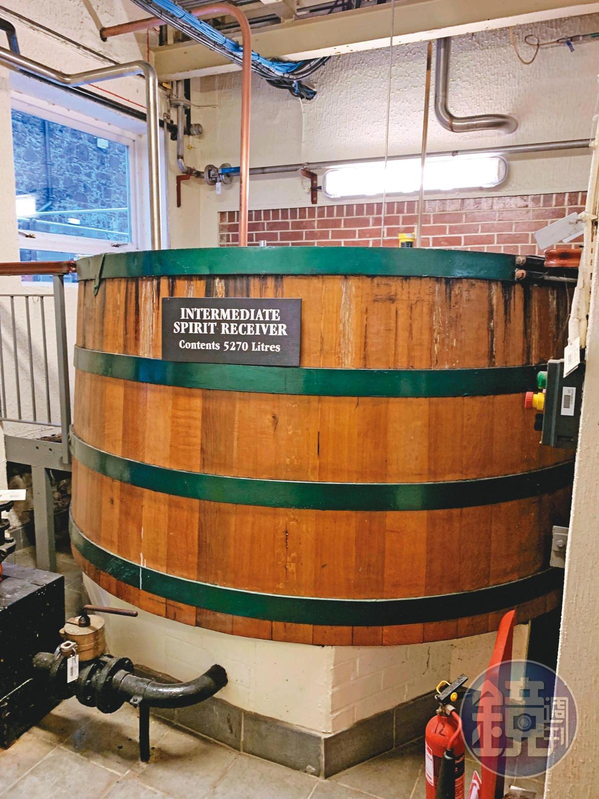 這個木製的新酒儲存槽,是繼糖化槽、磨麥機之外,又一個歐本酒廠仍現役的歷史文物。