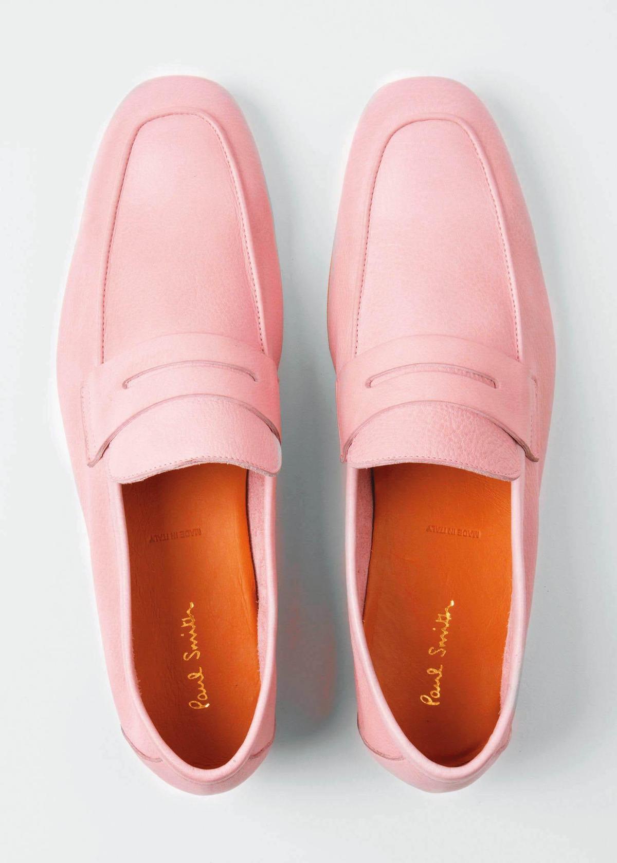 粉色樂福皮鞋 NT$21,500。(藍鐘提供)
