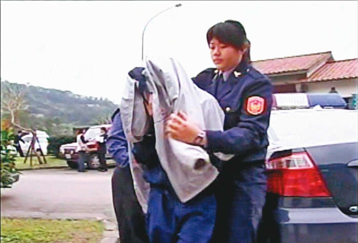 服刑中的李女(前)擔心女兒遭遇不測,寫信向警方求助。(東森新聞提供)