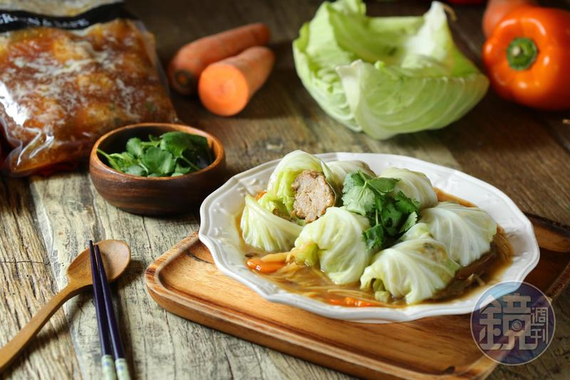 高麗菜捲通常是吃茄汁等西式口味,台味創意菜「紅燒獅子頭高麗菜捲」省去從頭做肉餡的麻煩,很適合家裡突然有客人的時候。