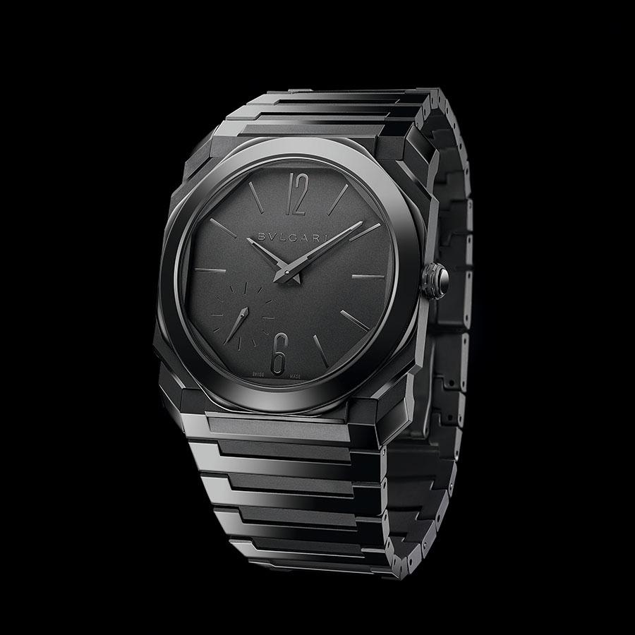 錶徑40mm、黑色陶瓷錶殼、時間指示、BVL138自動上鏈機芯、防水30米、建議售價約NTD 498,200
