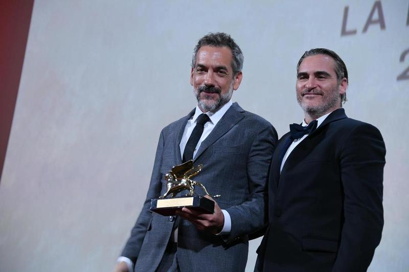 今年在威尼斯影展得獎的明星,未必能像上屆《小丑》導演陶德菲利普斯與主演瓦昆菲尼克斯一般,在滿場的歡呼下領取金獅獎,因為雖然如期舉辦,但仍有形式上的變數。(東方IC)
