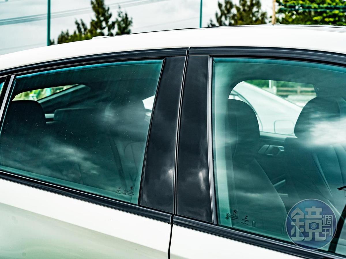 訂車時可免費選配黑色高光澤窗框。