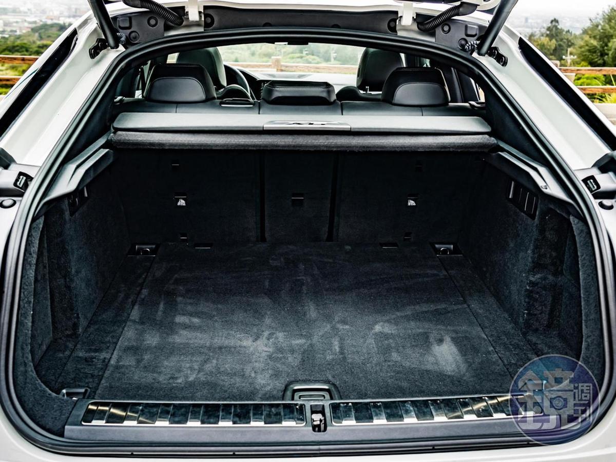 標準後廂容積為580公升,若將40/20/40椅背倒下則可躍升至1530公升。