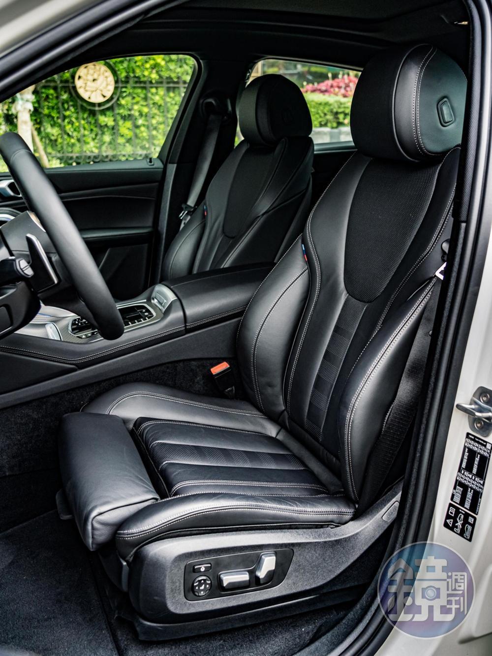 全車系採用Vernasca真皮包覆的跑車座椅,提供優異的支撐包覆性。