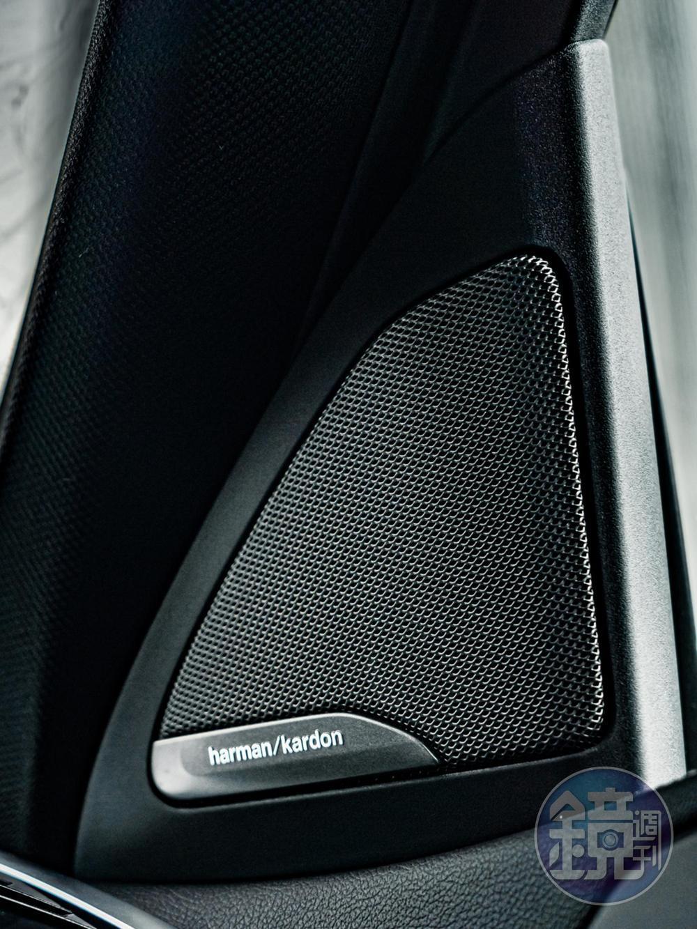 harman/kardon高傳真音響系統含16支揚聲器,能帶給駕乘者無以倫比的聽覺饗宴。