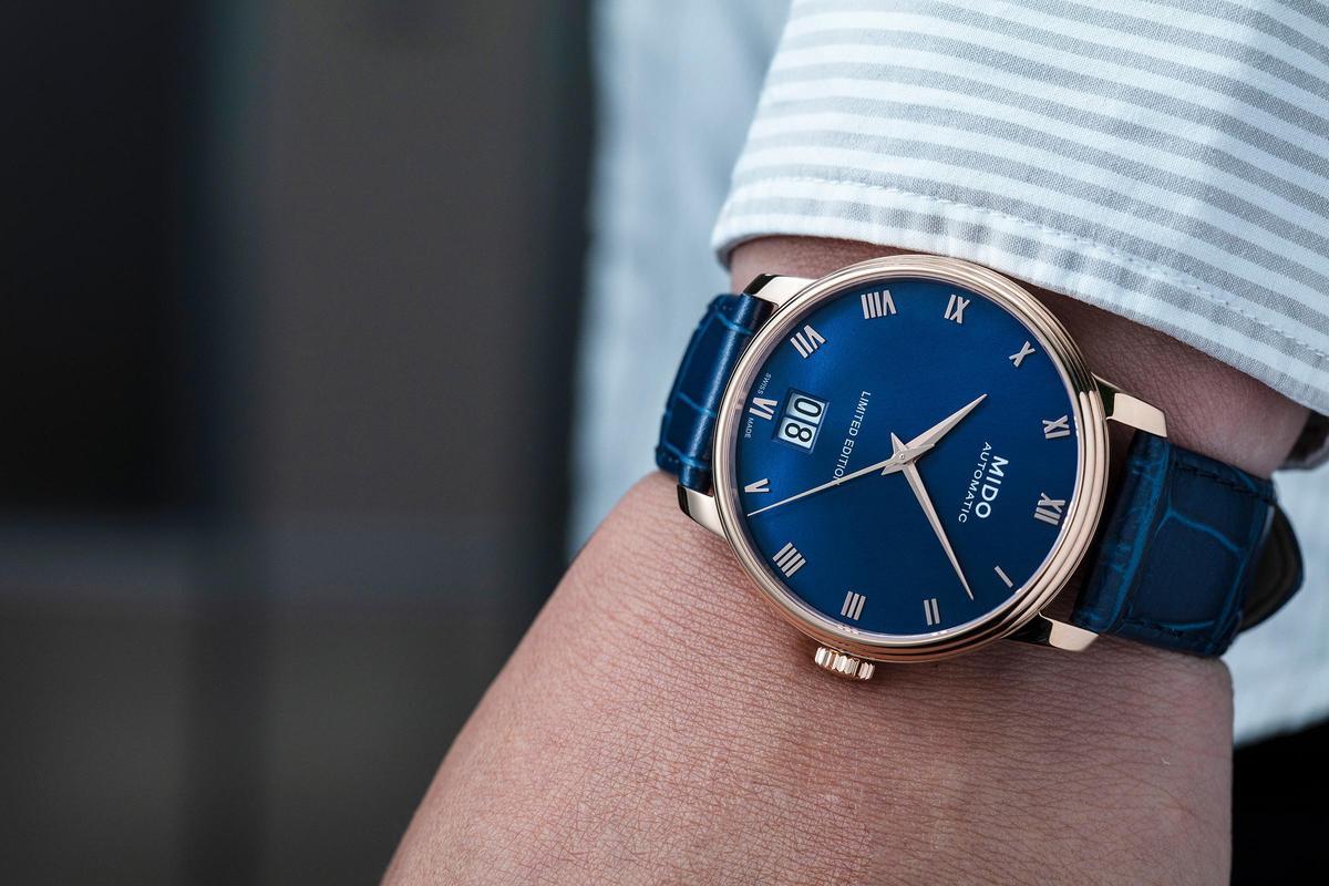 Baroncelli  III大日期視窗腕錶今年改為PVD玫瑰金色錶殼配上藍色面盤,看起來更加斯文優雅。