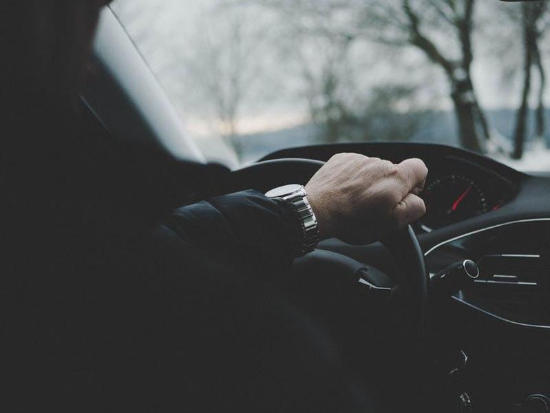 一位計程車司機在臉書「爆廢公社二館」表示遇女乘客主動提「吹X抵車資」。(翻攝自pexels)
