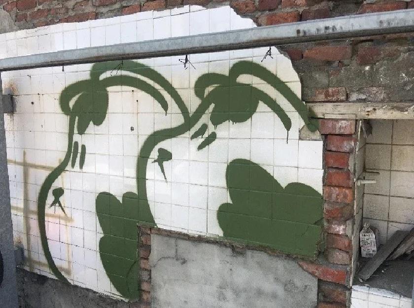 吳男到案後表示,自創圖案「神祕貓」噴漆於鹿港古鎮,必能為老街注入活水。(翻攝畫面)