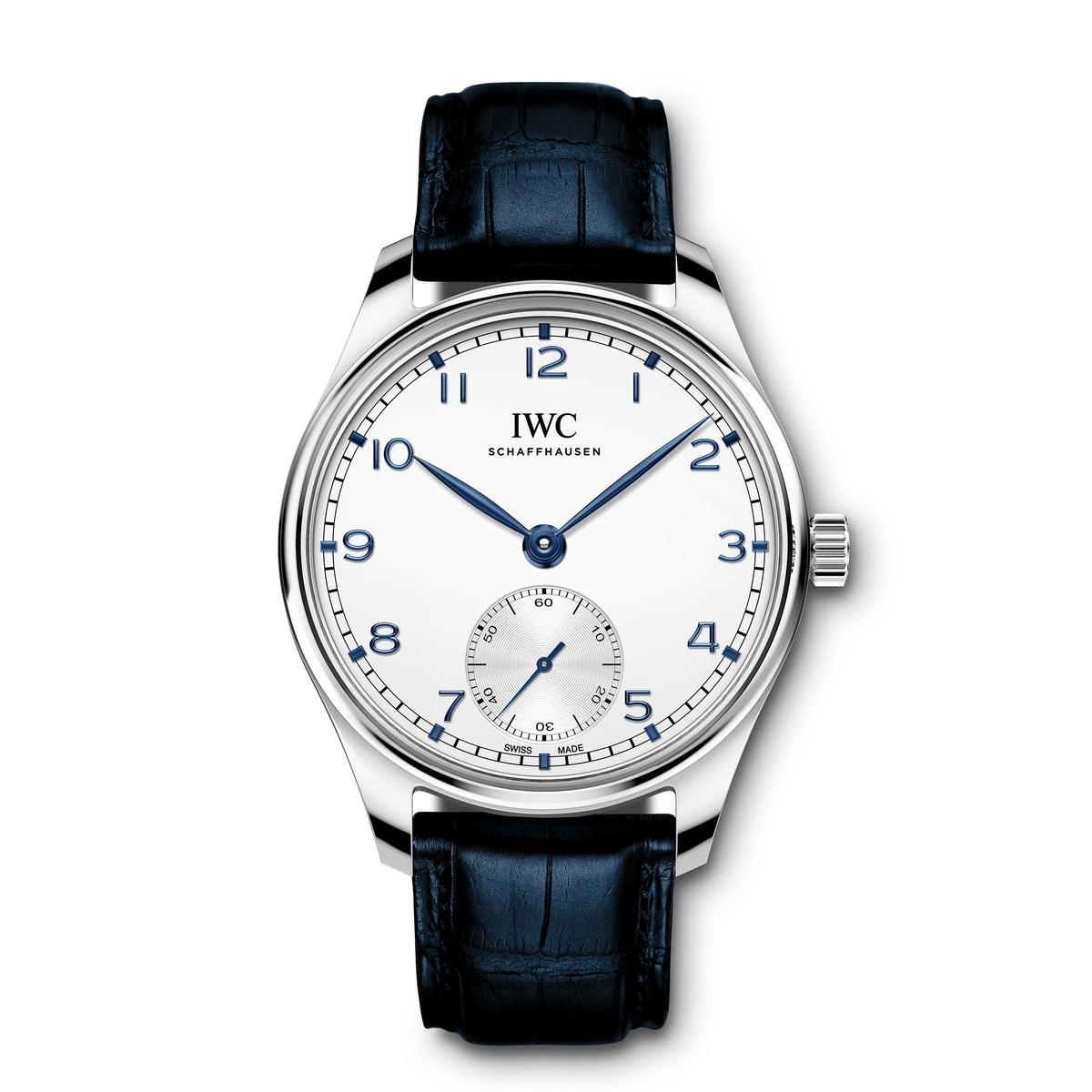 IWC全新的小三針腕錶(型號IW3583)改裝載82200自動上鏈機芯,動力儲存60小時。尺寸也縮小至40mm。此款型號為IW358304不鏽鋼款,定價NT$232,000。