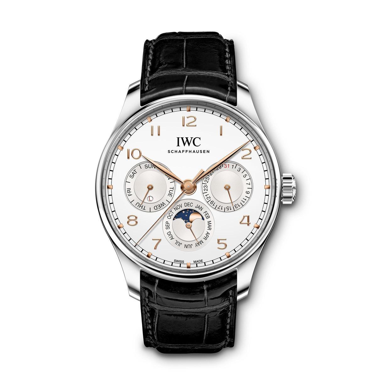 型號IW3442的全新萬年曆腕錶還有這款不鏽鋼材質的版本,定價為NT$715,000,一舉拉低入手門檻。