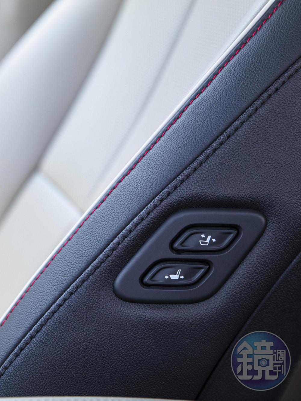 第二排乘客可以控制副駕駛座的椅背斜度及前後距離,方便進出。