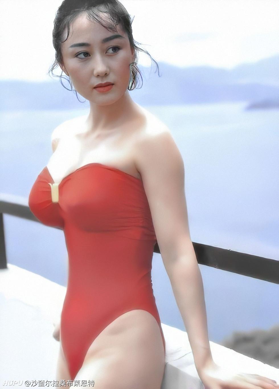 利智是選美出身,年輕時外型美豔,身材火辣,難怪李連杰會被煞到。(網路圖片)