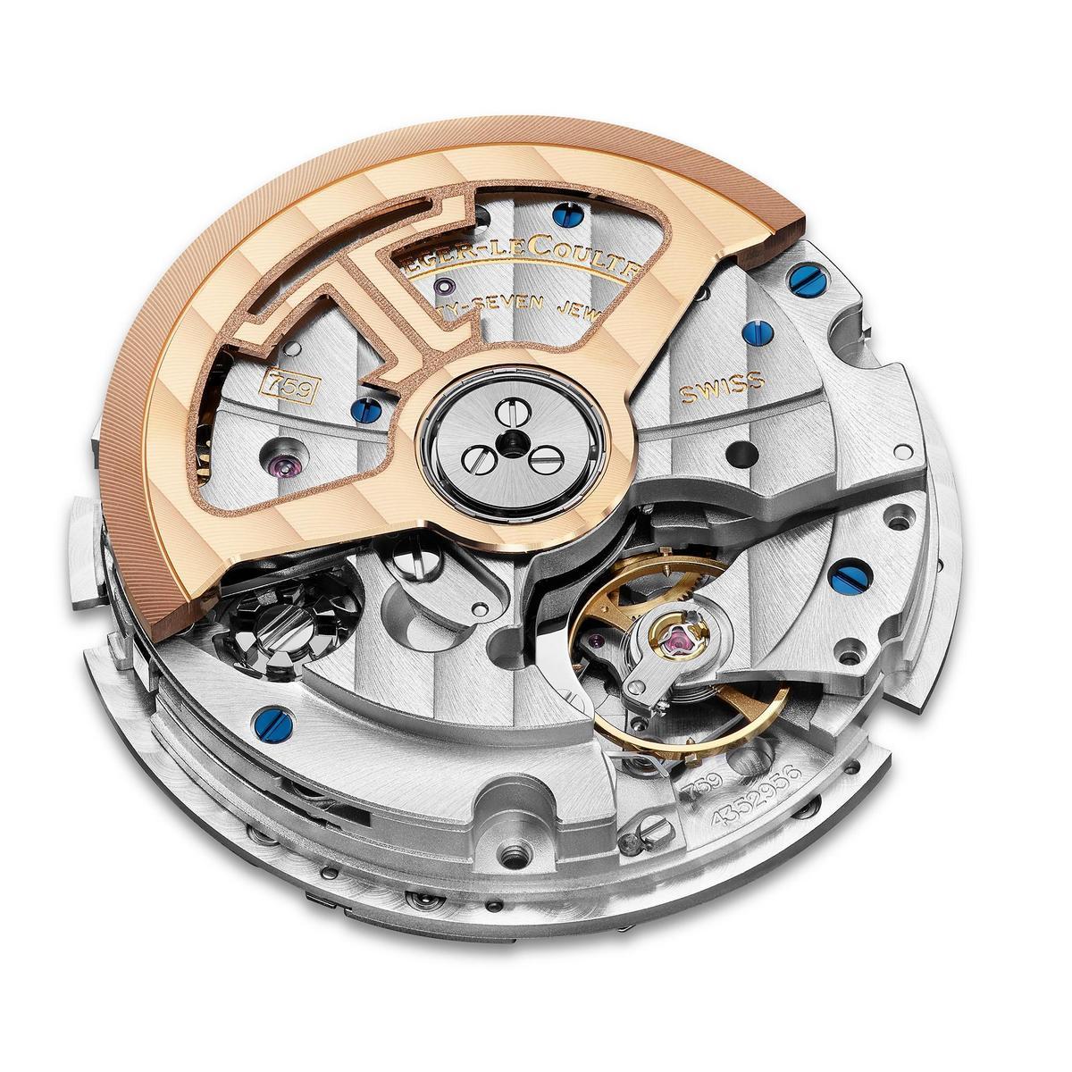 這是三針日期腕錶所裝載的新一代899型自動上鏈機芯,改換上矽材質擒縱裝置,動力儲存一舉提升至70小時。