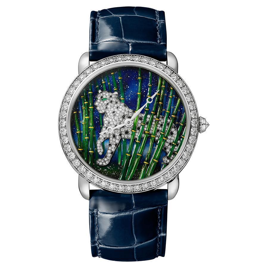 18K白金材質、錶徑36mm、時間指示、430MC型手上鏈機芯、錶冠鑲嵌一顆圓形明亮式切割鑽石(約0.08克拉)、錶圈及錶盤和錶釦鑲嵌269顆圓形明亮式切割鑽石(約1.99克拉)、限量30 只、建議售價約NTD 3,560,000