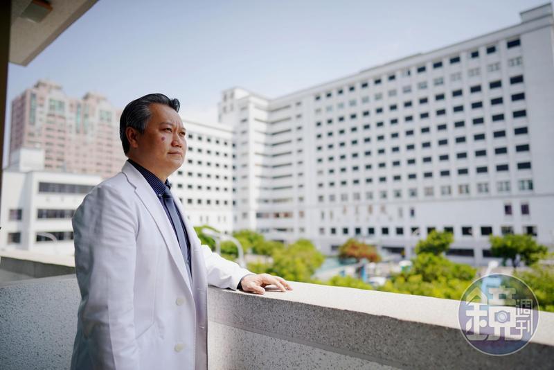 陳志金是奇美醫院加護病房主治醫師,十年來推動醫病溝通、醫療團隊合作。